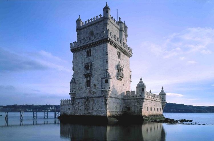 kula-belem-u-lisabonu-turisticka-atrakcija