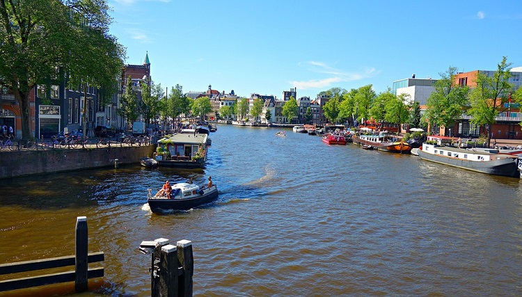 put-u-amsterdam-avionom-i-autobusom-slike-putovanje